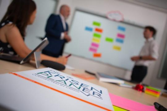 Präsentation und Vortrag bei einer Krisenplaner-Schulung